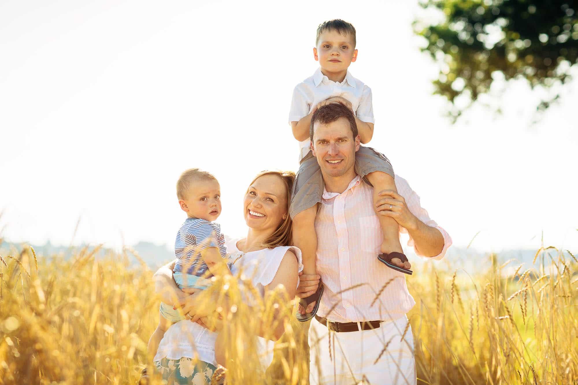 Familienfotos mit Ekaterina, Chris und den Kids in Schönenberg.